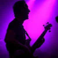 Frowin mit E-Bass Schatten
